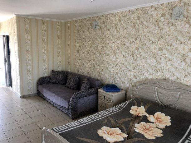 Семейный-люкс №24, база отдыха «Гостиный двор», Кирилловка. Фото 3