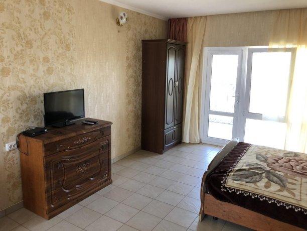 Семейный-люкс №25, база отдыха «Гостиный двор», Кирилловка. Фото 2