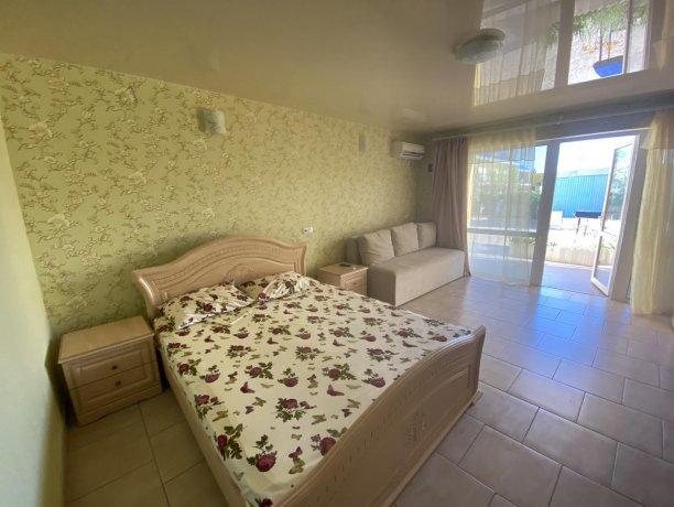 Семейный-люкс №28, база отдыха «Гостиный двор», Кирилловка. Фото 4