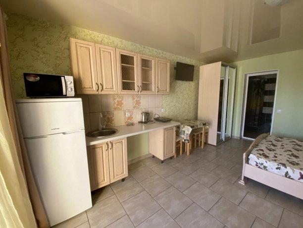 Семейный-люкс №30, база отдыха «Гостиный двор», Кирилловка. Фото 2