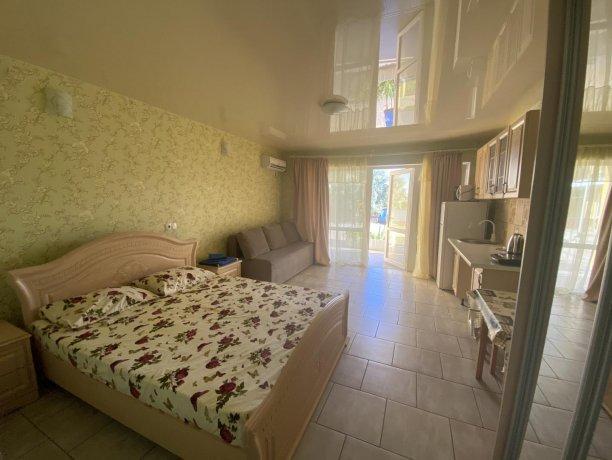Семейный-люкс №30, база отдыха «Гостиный двор», Кирилловка. Фото 3