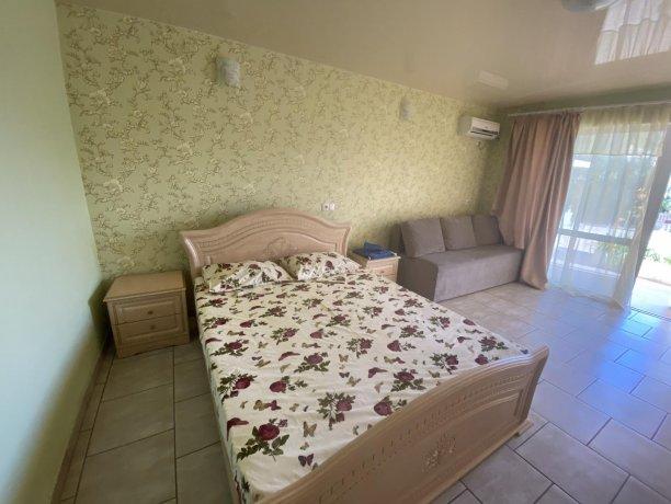 Семейный-люкс №30, база отдыха «Гостиный двор», Кирилловка. Фото 4