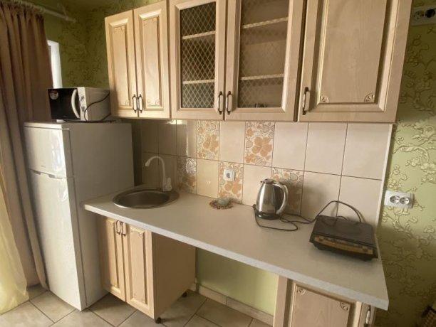 Семейный-люкс №31, база отдыха «Гостиный двор», Кирилловка. Фото 1