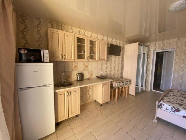 Семейный-люкс №31, база отдыха «Гостиный двор», Кирилловка. Фото 3