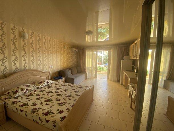 Семейный-люкс №31, база отдыха «Гостиный двор», Кирилловка. Фото 5