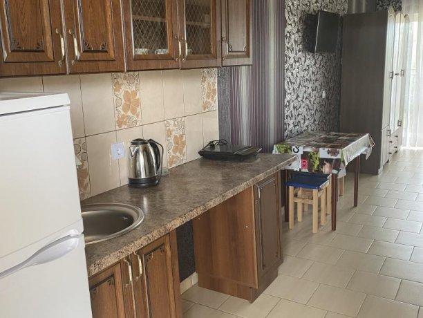 Семейный-люкс №33, база отдыха «Гостиный двор», Кирилловка. Фото 1