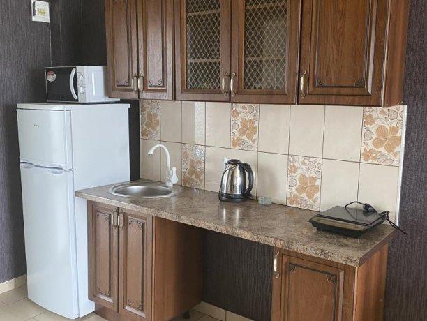 Семейный-люкс №33, база отдыха «Гостиный двор», Кирилловка. Фото 2