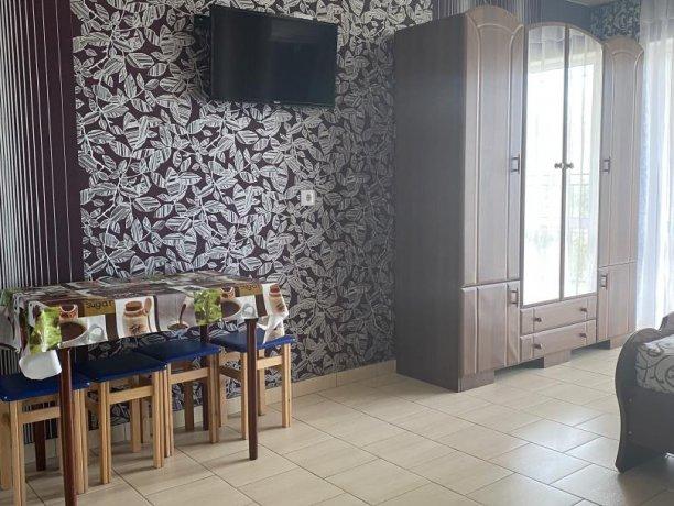 Семейный-люкс №33, база отдыха «Гостиный двор», Кирилловка. Фото 3