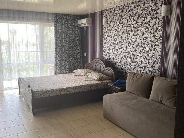 Семейный-люкс №33, база отдыха «Гостиный двор», Кирилловка. Фото 4