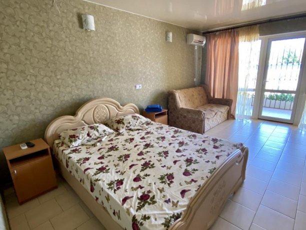 Семейный-люкс №36, база отдыха «Гостиный двор», Кирилловка. Фото 5
