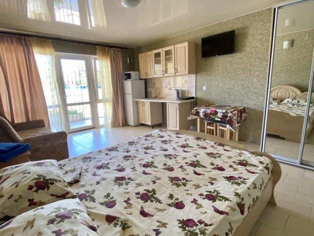 Семейный-люкс №36, база отдыха «Гостиный двор», Кирилловка. Фото 6