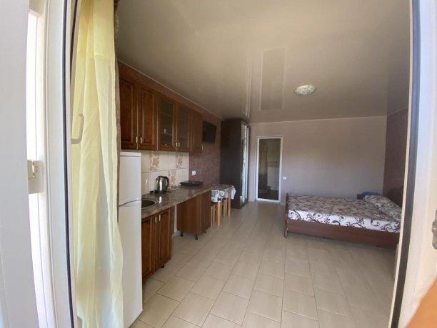 Семейный-люкс №37, база отдыха «Гостиный двор», Кирилловка. Фото 1