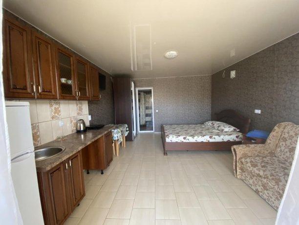 Семейный-люкс №41, база отдыха «Гостиный двор», Кирилловка. Фото 1
