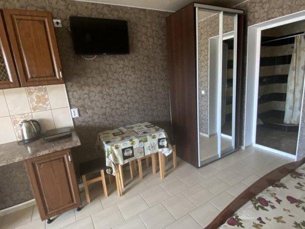 Семейный-люкс №41, база отдыха «Гостиный двор», Кирилловка. Фото 4