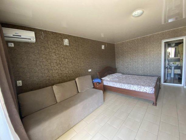 Семейный-люкс №42, база отдыха «Гостиный двор», Кирилловка. Фото 2