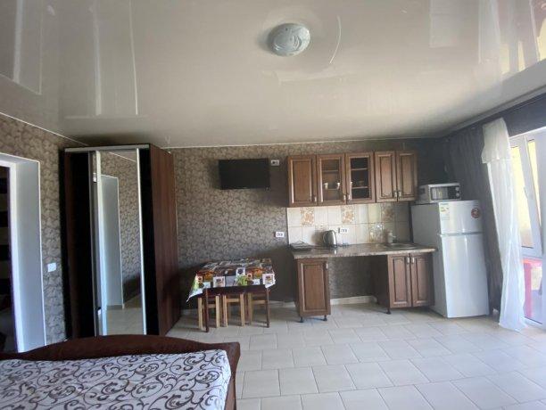Семейный-люкс №42, база отдыха «Гостиный двор», Кирилловка. Фото 3