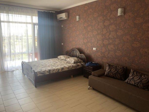 Семейный-люкс №46, база отдыха «Гостиный двор», Кирилловка. Фото 2