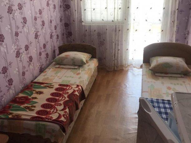 Стандарт Двух местный эконом, гостевой дом «Афродита (Чаривна30)+Бассейн», Кирилловка. Фото 1
