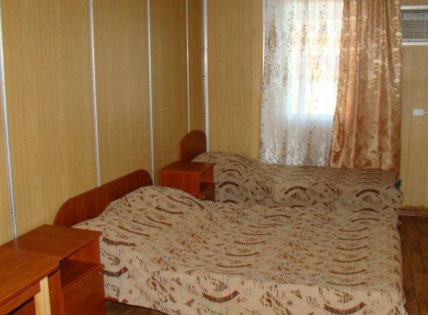 Эконом №10, база отдыха «Елена», Кирилловка. Фото 1