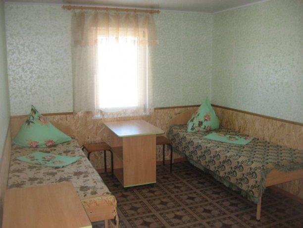 Эконом №35, база отдыха «Таврия», Кирилловка. Фото 1