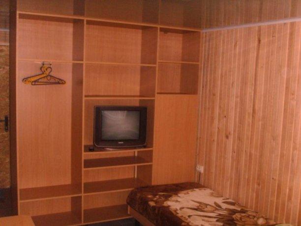 Полулюкс №4, база отдыха «Арис», Кирилловка. Фото 1