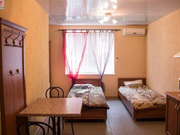 Люкс №9 (2к), база отдыха «Арис», Кирилловка. Фото 1